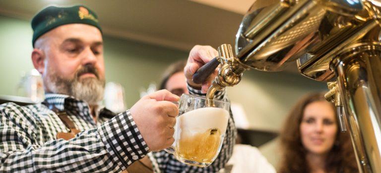 Tip na výlet do Plzně pro dospělé: Zkuste školu čepování piva!