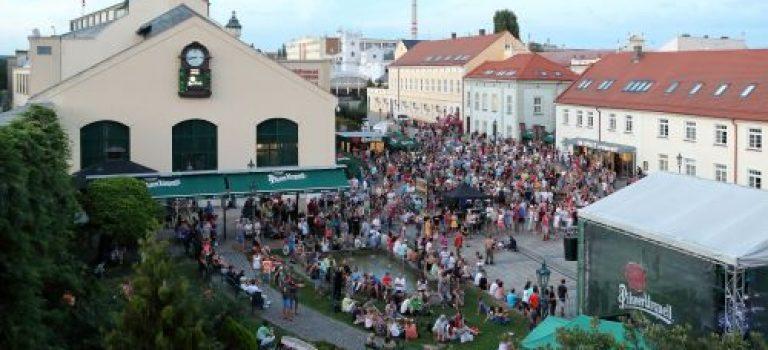 Nádvoří pivovaru ožívá hudbou: Plzeňský Prazdroj chystá další koncerty