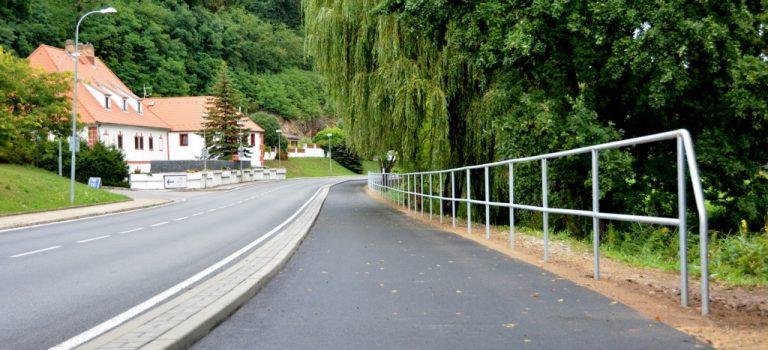 V Hluboké nad Vltavou se činí, mají nová parkovací místa i kus cyklostezky