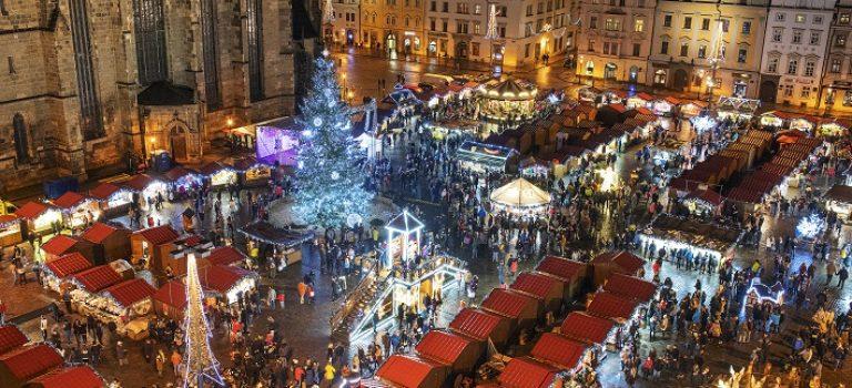 Potkejte vánočního pošťáka! Adventní prohlídky centra města chystá Plzeň