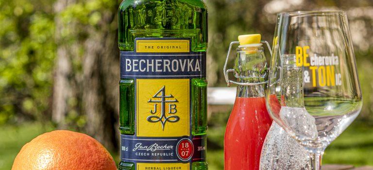 Osvěžující letní drink z Becherovky. Připravte si Grapefruit Beton