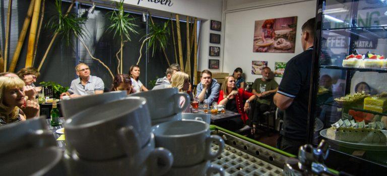 """Poprvé se otevírá """"Kukang Coffee"""" – v Česku unikátní kavárna, která pomáhá chránit outloně na Sumatře!"""