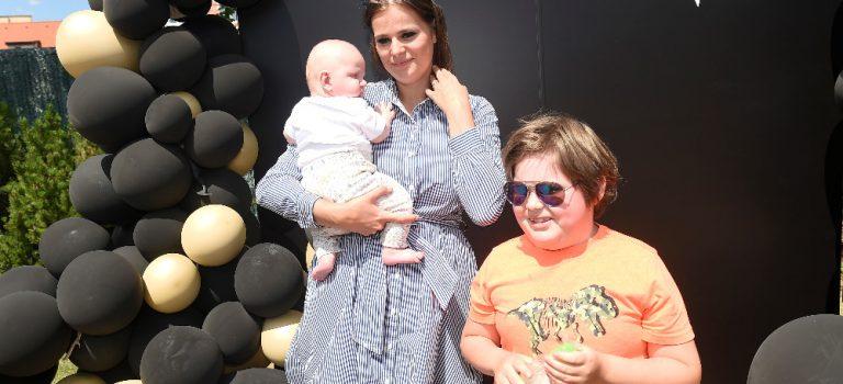 Ornella Koktová s miminkem a Jitka Boho s dcerou na cestě do pravěku