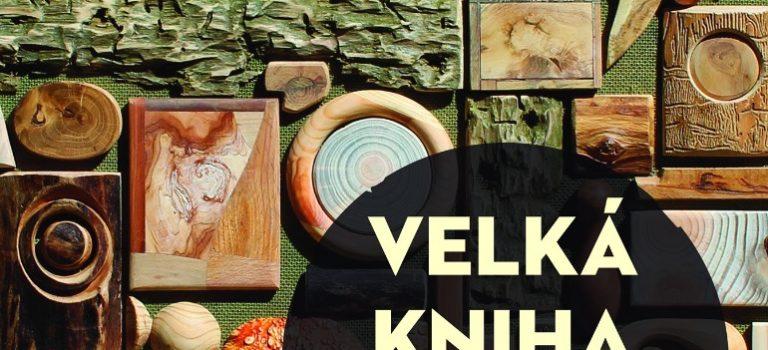Knižní tip: Velká kniha o dřevě potěší umělce i kutily. Tvořit ze dřeva můžete i vizolaci, doma či na chalupě