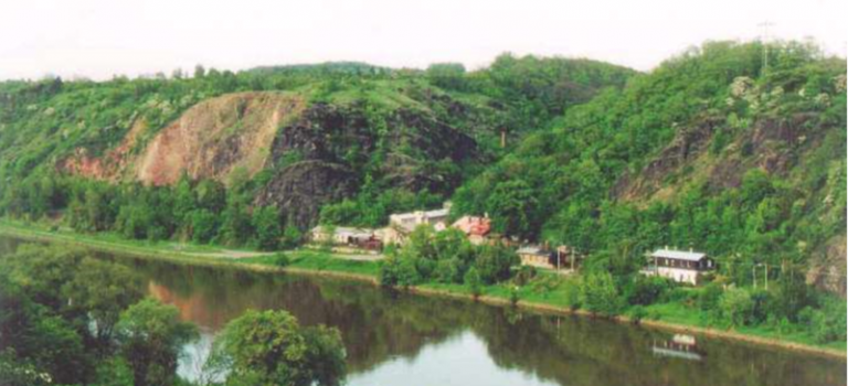 Kaňon Vltavy u Sedlce získá vyšší ochranu. Přírodní památka Zámky se rozšíří